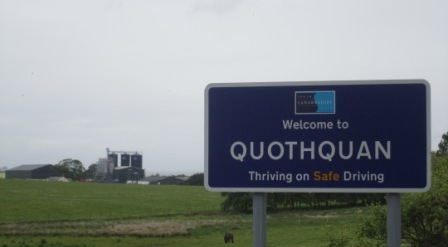 quothquan road sign - web