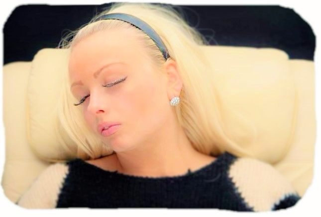 blonde lady sleeping cognitive shuffle