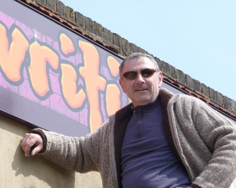 Mick Pollard Traditional Signwriter based in Rochester, Kent, UK