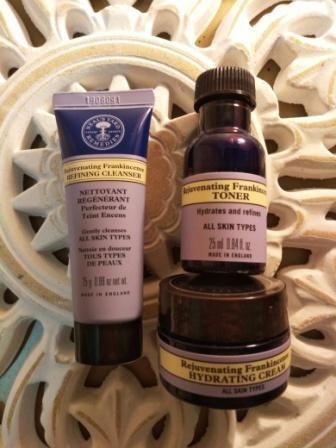 Neal's Yard Remedies Rejuvenating Frankincense Mini Gift Set