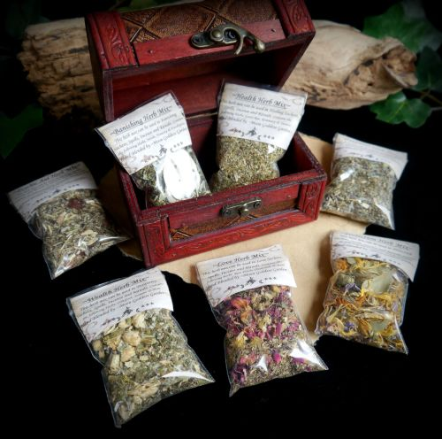 Witches 7 x Herb Mix Starter Chest & Herbs & Uses Leaflet