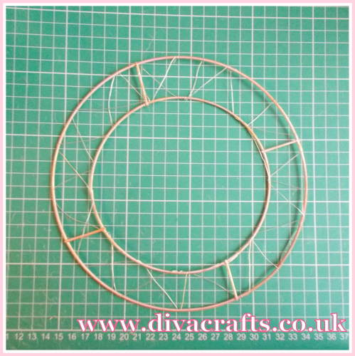 christmas wire wreath project diva crafts (1)