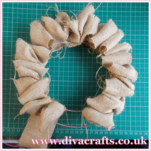 christmas wire wreath project diva crafts (3)