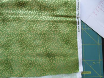 Fabric Freedom 100% Cotton Green Christmas Holly 1.9m End of roll