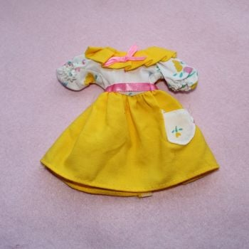 Authentic Hasbro Sindy 1990 premiere collection yellow dress
