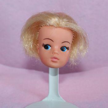 Pedigree Sindy Head - Blonde