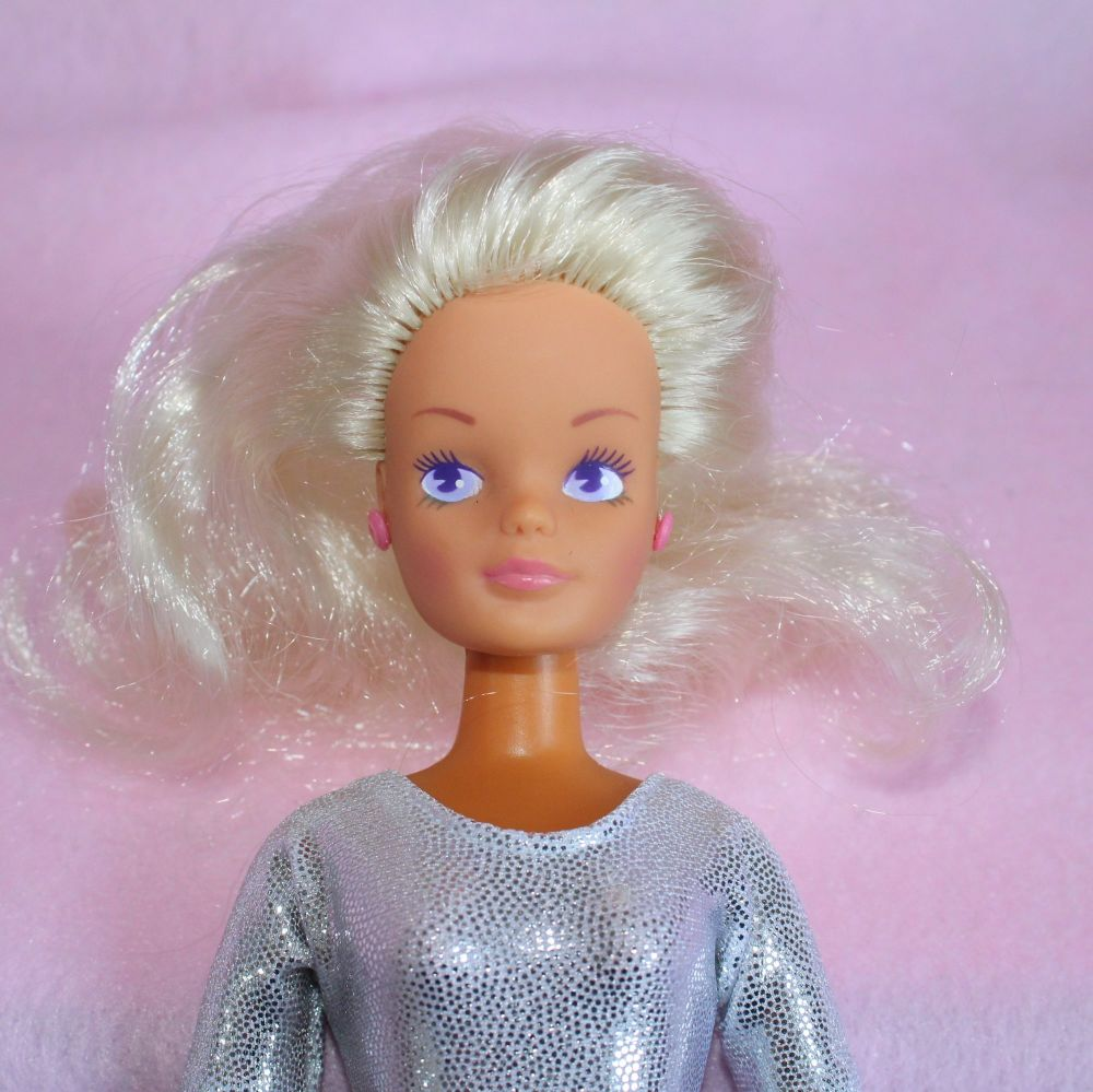 Hasbro Sindy doll with earrings