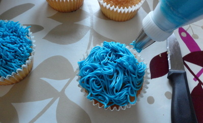 cookie monster cupcake tutorial diva crafts (5)