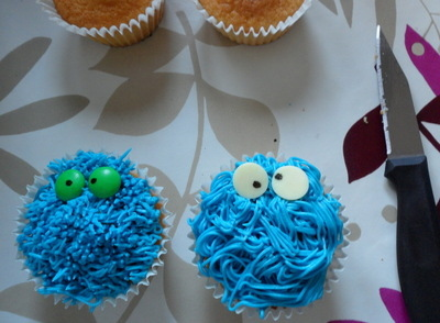 cookie monster cupcake tutorial diva crafts (6)