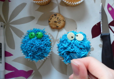 cookie monster cupcake tutorial diva crafts (7)