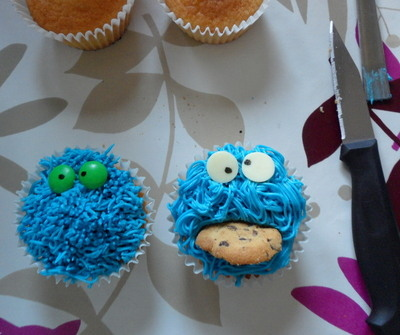 cookie monster cupcake tutorial diva crafts (8)