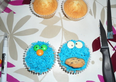 cookie monster cupcake tutorial diva crafts (9)