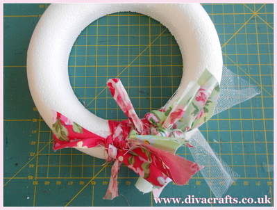 fabric wreath part 4 diva crafts