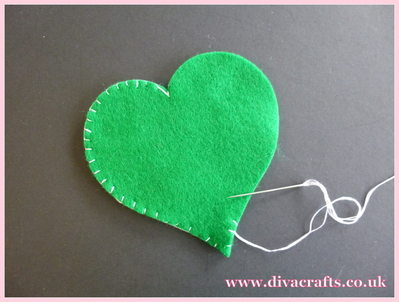 diva crafts hanging felt hearts free project (1)