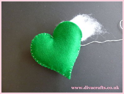diva crafts hanging felt hearts free project (2)