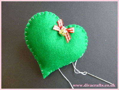 diva crafts hanging felt hearts free project (3)