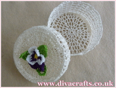 Diva Crafts crochet pot with flower (1)