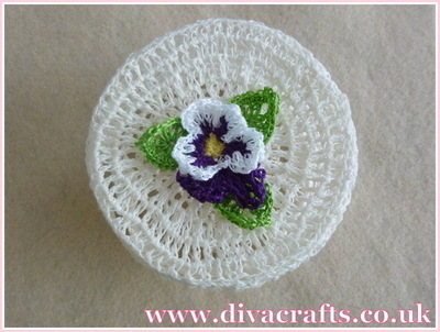 Diva Crafts crochet pot with flower (2)
