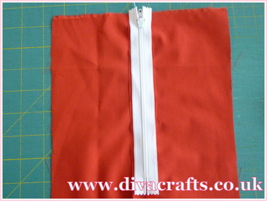 sewing tutorial how to add a zip at Diva Crafts (3)