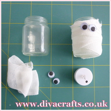 mini project spooky mummy jar halloween diva crafts (1)