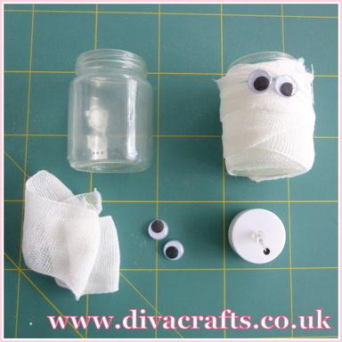 mini project spooky mummy jar halloween diva crafts (1)
