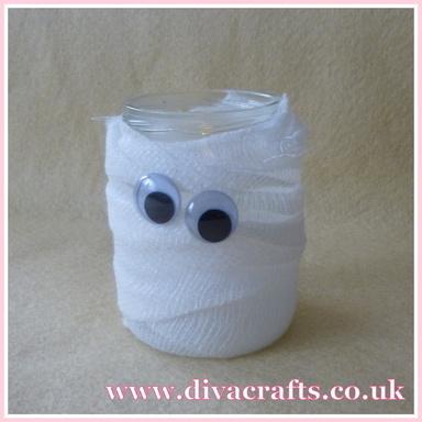 mini project spooky mummy jar halloween diva crafts (2)