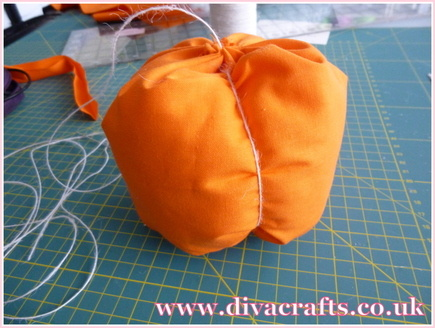 fabric pumpkin free project diva crafts (3)