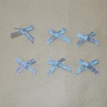 6 Small Lyrex Bows - Silver