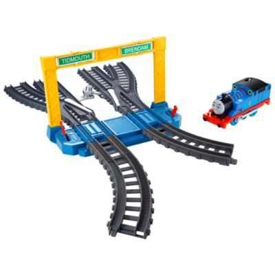 Switch , Stop and Signal Track Pack - Trackmaster Revolution
