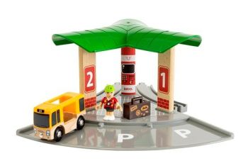 Bus and Train Station - Brio