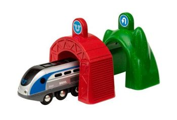 Smart Tech  Engine with Action Tunnels - Brio