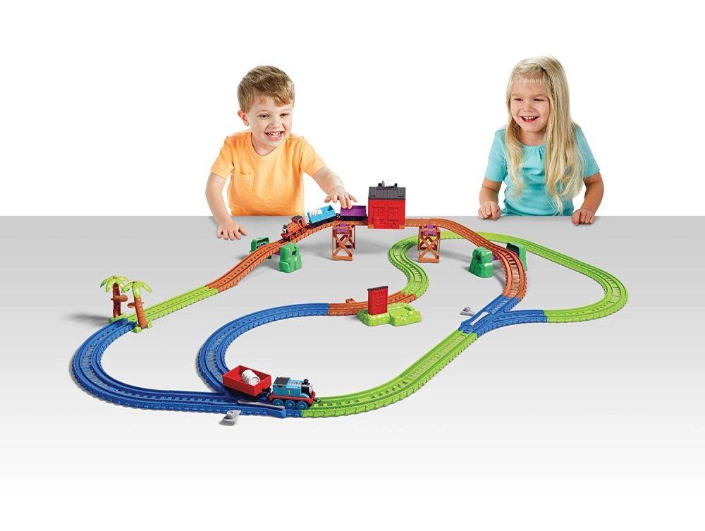 Thomas & Nia Cargo Delivery Playset - Trackmaster Push Along