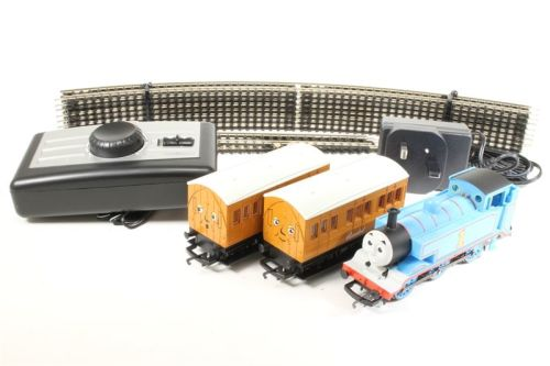 Thomas & Friends - Thomas the Tank Engine Train Set - Hornby