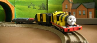 BUMBLE BEE JAMES -TOMY THOMAS AND FRIENDS / TRACKMASTER