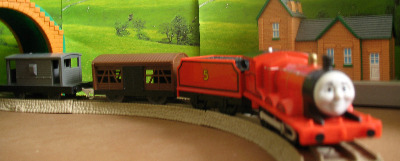 JAMES -TOMY THOMAS AND FRIENDS / TRACKMASTER