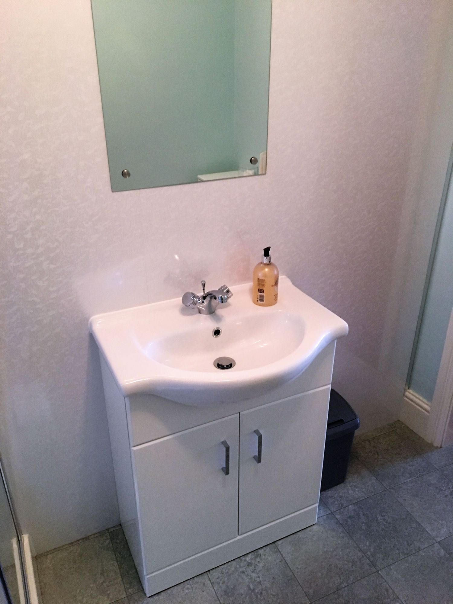 room 15 en suite sink
