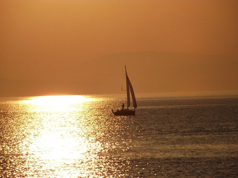 Yachting-lessons-on-Lilly-in-Morecambe-Bay