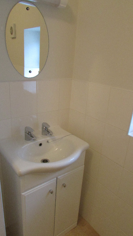 room 10 en suite sink