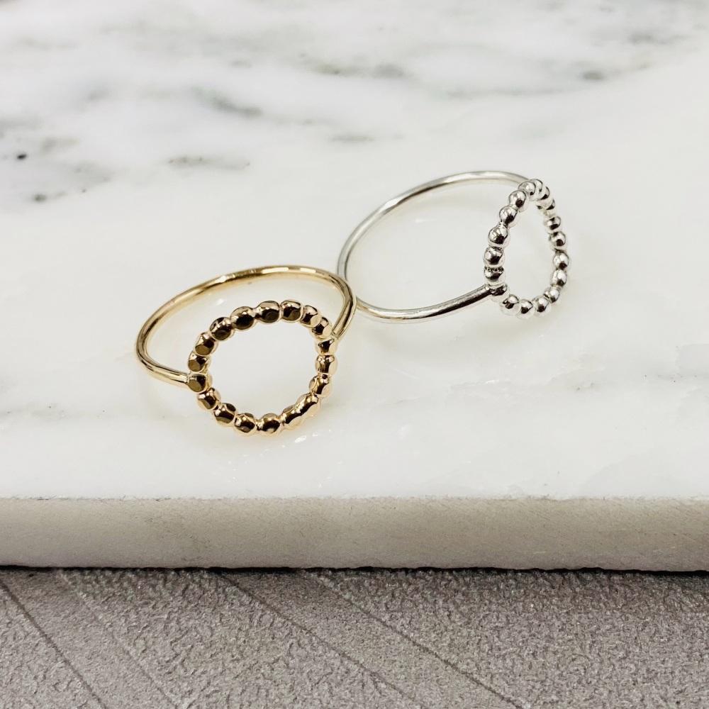 <!-- 01 -->Bead circle ring