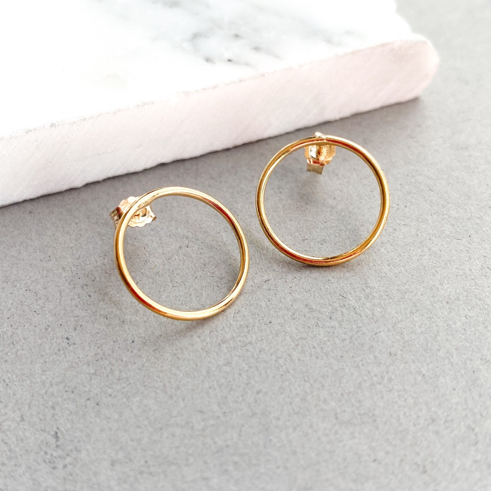 Simples Stud Earrings
