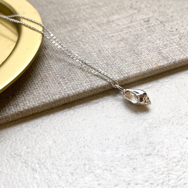 <!--1-->Live life shell necklace
