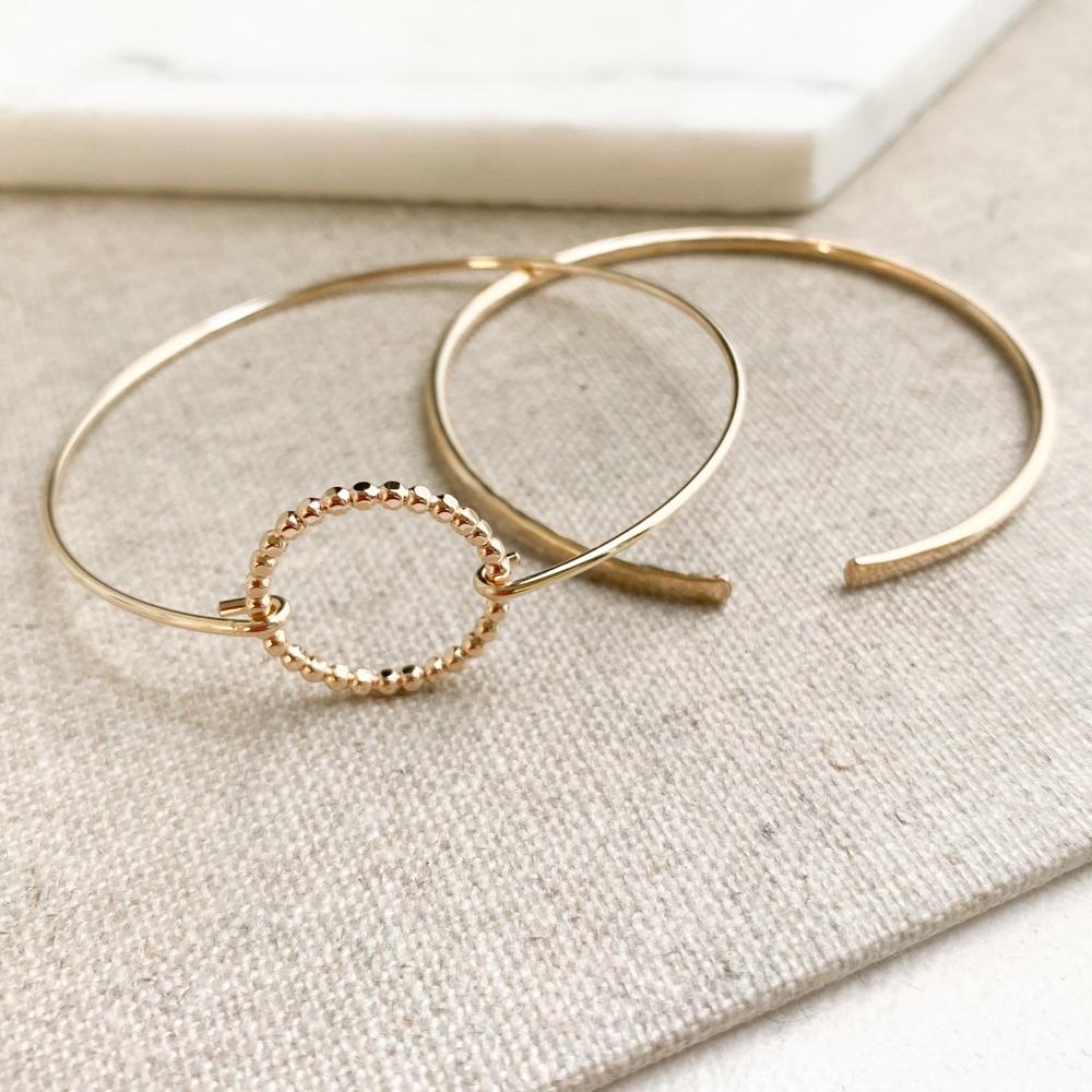 <!-- 005 -->Bracelets