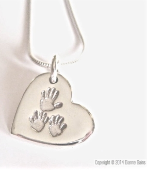 LARGE 3 Siblings Pendant (Includes engraving, choose your shape and attachment Lobster Clasp / Jump Ring)