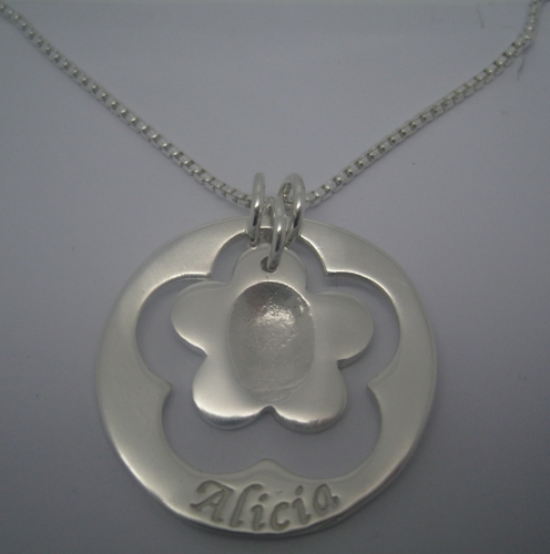 DAINTY CIRCLE OF LOVE, WITH FLOWER CENTRE PIECE - Fingerprint Impression (p