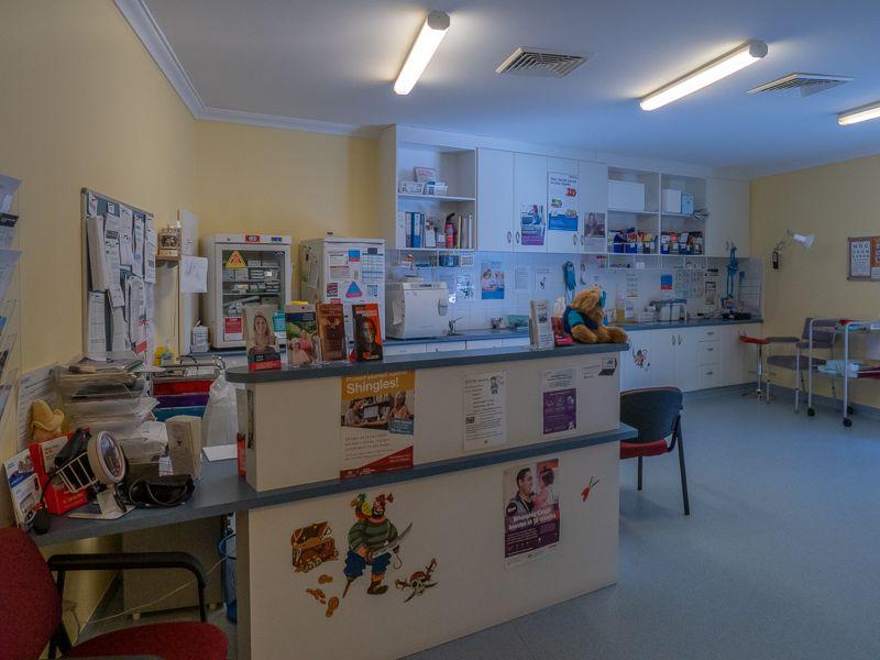Treatment room - Nurses desk