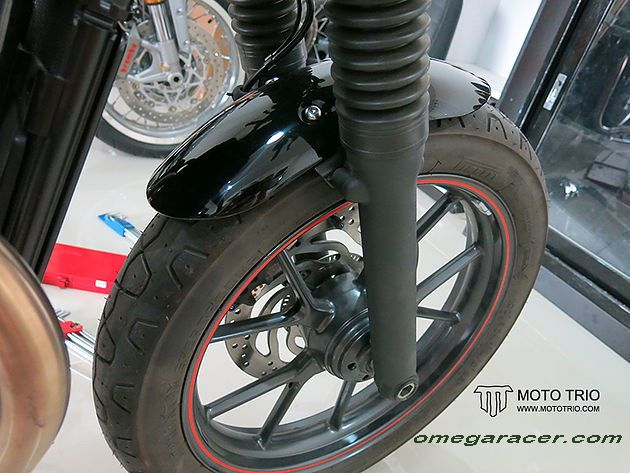 OmegaRacer Triumph Street Twin MotoTrio short front fender (3)