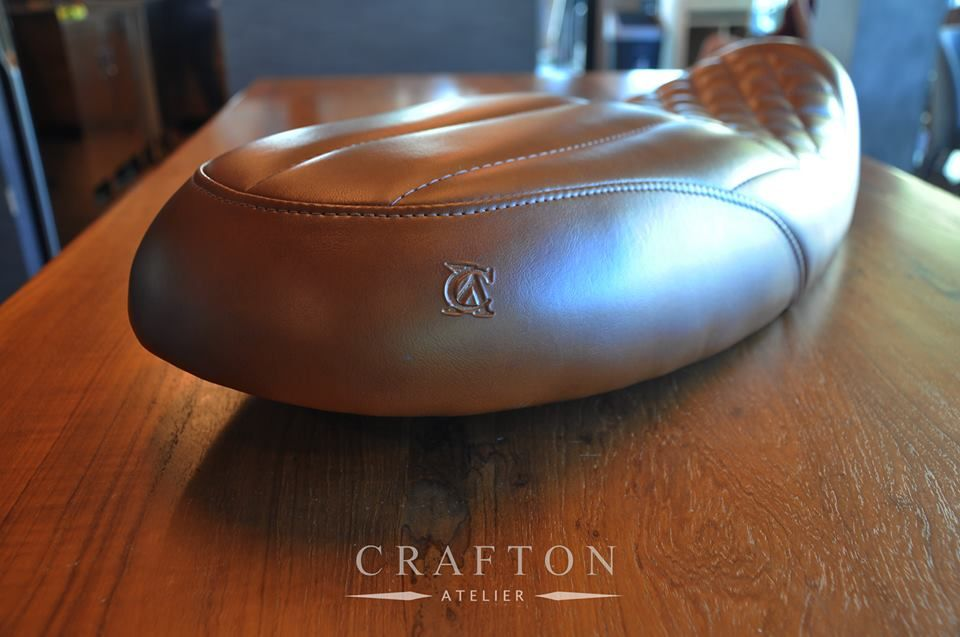 OmegaRacer Crafton Atelier Triumph Roadster seat (5)