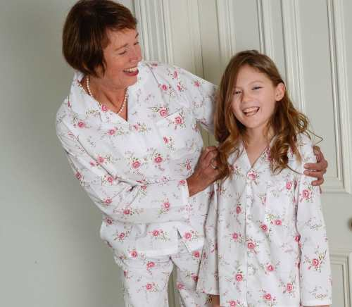 Cotton pyjamas with printed pink rose pattern