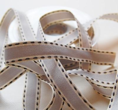 Berisfords Natural charms saddle stitch grosgrain 15mm - grey/cream