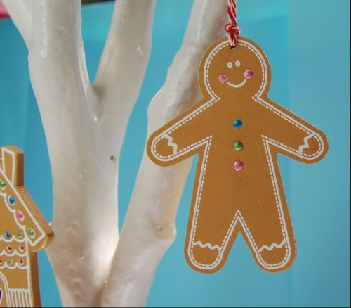 MDF Gingerbread Man - pack of 20 x 1 hole hangs vertically